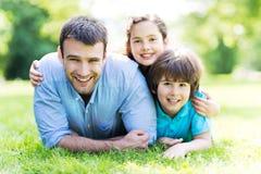 Pai com duas crianças Imagem de Stock Royalty Free