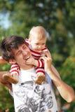 pai com seu bebê novo. Imagem de Stock