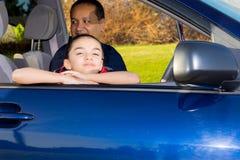 Pai And Daughter Sitting em Mini Van Imagens de Stock Royalty Free