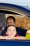 Pai And Daughter Sitting em Mini Van Imagem de Stock Royalty Free