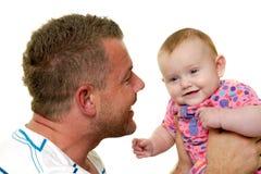 Pai e bebê de sorriso Fotografia de Stock Royalty Free