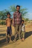 Pai e dois filhos imagens de stock royalty free