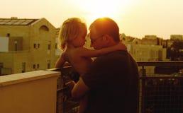 Pai e filha bonitos imagem de stock