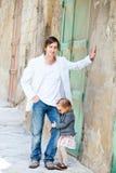 Pai e filha na cidade Fotografia de Stock Royalty Free