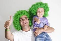 Pai e filha que têm o divertimento Fotografia de Stock Royalty Free