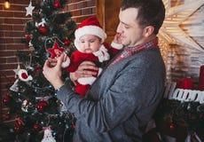 Pai e filha Tempo do Natal Imagens de Stock Royalty Free