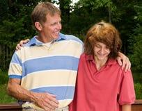 Pai e filho adolescente que são próximos Fotografia de Stock