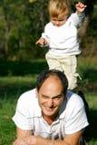 Pai e filho ao ar livre Fotos de Stock