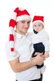 Pai e filho bonitos felizes da família nos chapéus de Santa fotos de stock