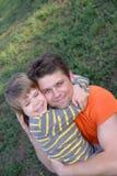 Pai e filho Loving imagens de stock