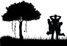 Pai e filho que jogam a silhueta Imagem de Stock Royalty Free