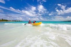 Pai e filho que kayaking Foto de Stock