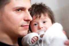 Pai e filho recém-nascido Imagens de Stock Royalty Free