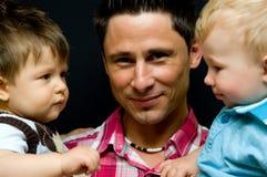 Pai e filhos fotos de stock