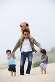 Pai e miúdos Fotos de Stock