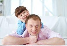 Pai e seu filho Fotos de Stock Royalty Free
