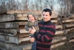 Pai e seu filho de grito Imagem de Stock Royalty Free