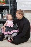 Pai feliz com filha do bebê Imagem de Stock
