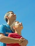 Pai feliz e seu filho ao ar livre Imagem de Stock Royalty Free