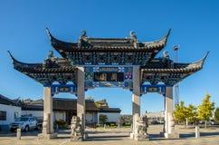 Pai Lau Gateway av den Dunedin kinesträdgården i Nya Zeeland Royaltyfria Foton