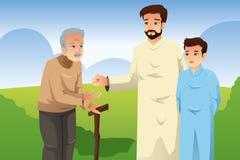 Pai muçulmano e filho que dão o dinheiro a um ancião Foto de Stock