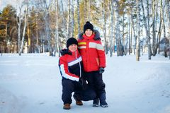 Pai novo e seu filho pequeno Imagem de Stock Royalty Free