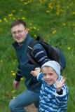 Pai novo e seu filho pequeno feliz Fotos de Stock Royalty Free