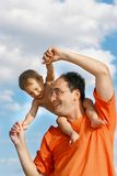 Pai que joga com filho Foto de Stock