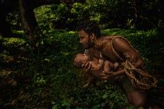 Pai que prende o bebê recém-nascido Fotos de Stock Royalty Free