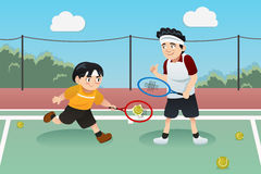 Pai Son Playing Tennis Imagens de Stock