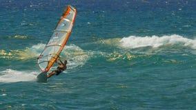 PAIA, DE VERENIGDE STATEN VAN AMERIKA - AUGUSTUS 10 2015: het windsurfing bij strand van ho het 'okipa op Maui royalty-vrije stock foto