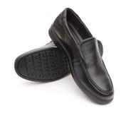 Paia della scarpa di cuoio nera per l'uomo su bianco fotografie stock libere da diritti