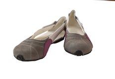 Paia delle scarpe basso tallonate scarpe delle donne della pelle scamosciata Fotografia Stock