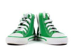 Paia delle scarpe da tennis alla moda isolate Fotografie Stock Libere da Diritti