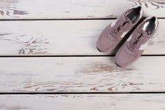 Paia delle scarpe da tennis della pelle scamosciata Immagini Stock