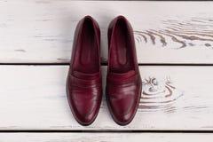 Paia delle scarpe di cuoio di Borgogna Immagini Stock