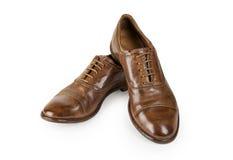 Paia delle scarpe di cuoio marroni degli uomini isolate su bianco Immagini Stock Libere da Diritti