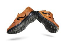 Paia delle scarpe moderne Mid Air su fondo bianco fotografia stock