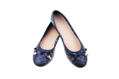 Paia delle scarpe piane del ` blu scuro delle signore isolate su fondo bianco Immagine Stock