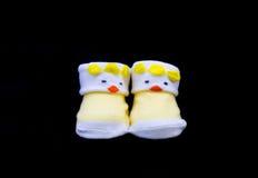 Paia di colore di giallo del calzino del bambino fotografia stock libera da diritti