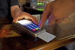 Paiement avec par la carte de crédit Photographie stock libre de droits