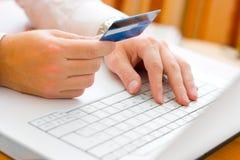 Paiement avec par la carte de crédit images libres de droits