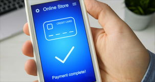 Paiement des achats en ligne pendant le temps de vente utilisant l'application de smartphone banque de vidéos