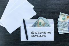 Paiement illicite sous enveloppe Salaire sous enveloppe photo stock