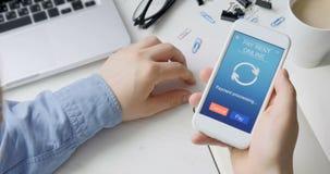 Paiement le loyer en ligne utilisant le smartphone APP clips vidéos