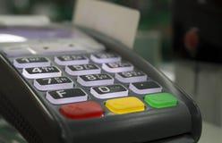 Paiement sans argent terminal, carte de crédit images stock