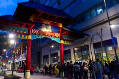 Paiftang colorido na cena da noite de chinatown imagens de stock