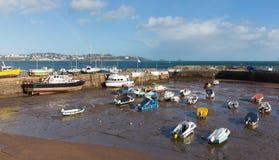 Paignton-Hafen Devon England mit Ansicht in Richtung zu den touristischen Reisezielen von Torquay Stockbilder