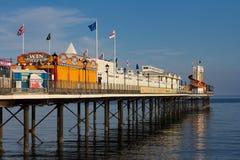 Paignton-Pier an einem sonnigen ruhigen Tag stockfotografie
