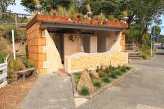 ` Paihia ` s Heel klein Toilet `, Paihia, Nieuw Zeeland royalty-vrije stock fotografie